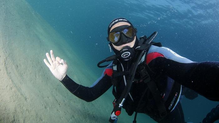 Capture Qatar's Underwater Treasures on Camera: Underwater Photography Specialization Course
