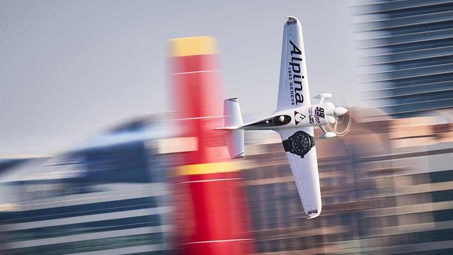 USA's Goulian Stuns with Air Racing Win at World Championship Opener
