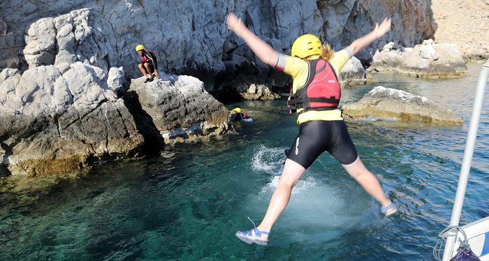 article_coasteering_01