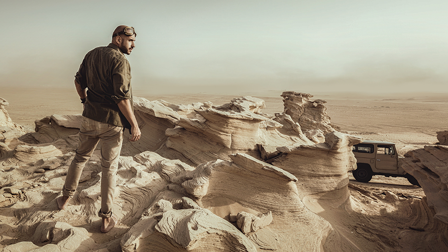 Adventure-Arabian-Desert-Luca-Lombardi-photographer-Diana-Kartasheva
