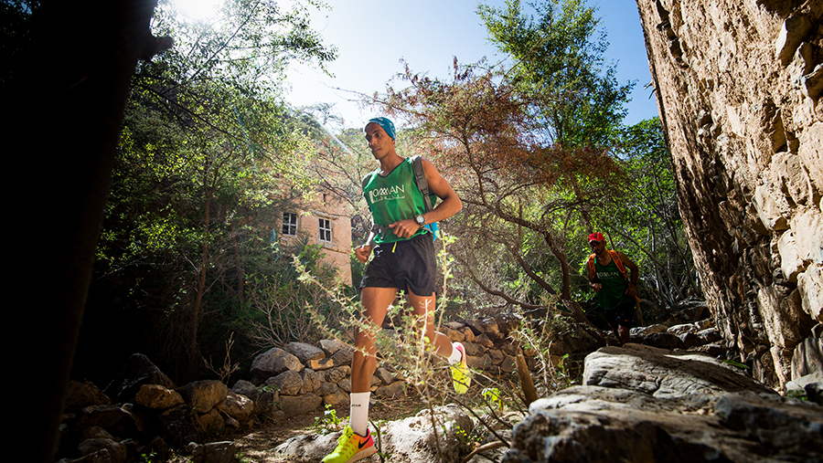 Hundreds-runners-first-OMAN-UTMB
