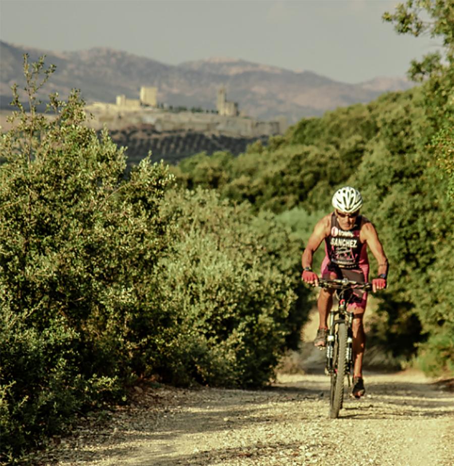 Los-Olivos-Cycling-Triathlon-Camp-Giles-Richardson-Alcalá-la-Real-castle