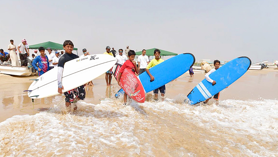 Sultan-Groms-Oman-SurfCompetition-Desert-Invitational-NinjaFotos