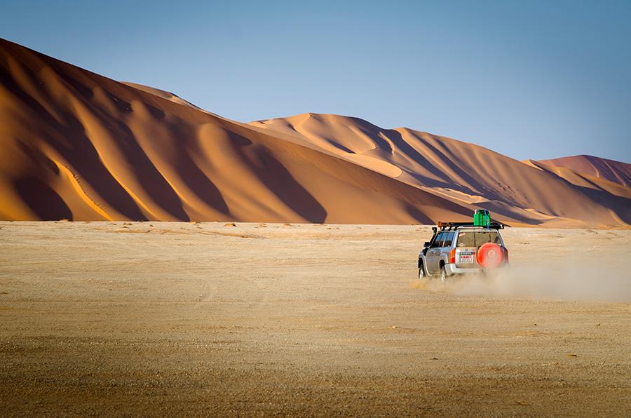 Driving in the Rub Al Khali, Oman by Piak Piak
